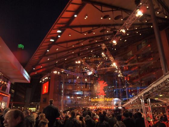 th P20634321 ベルリン映画祭でレッドカーペットを見る方法