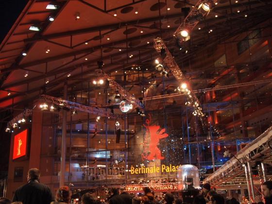 th P20634331 ベルリン映画祭でレッドカーペットを見る方法