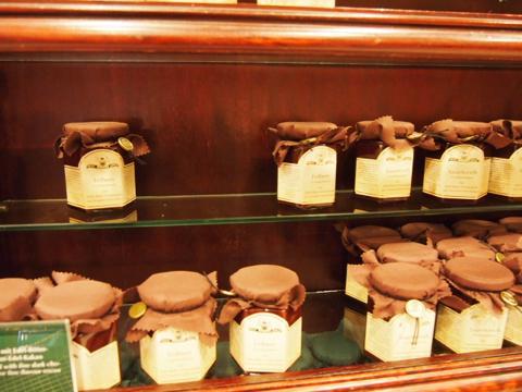 th P2225348 ドイツのお土産にチョコレート。ベルリンの名店ファスベンダー&ラウシュ