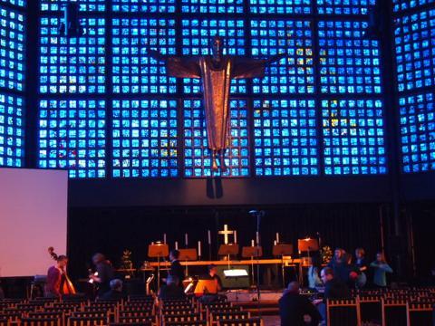 th P2235667 青の教会ことカイザーヴィルヘルム教会に取材交渉!初級ドイツ語は通じるのか?