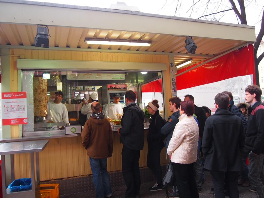 P3057831 1024x768 行列ができるドイツの人気グルメ!ベルリンで三大行列のできるお店が激ウマ!