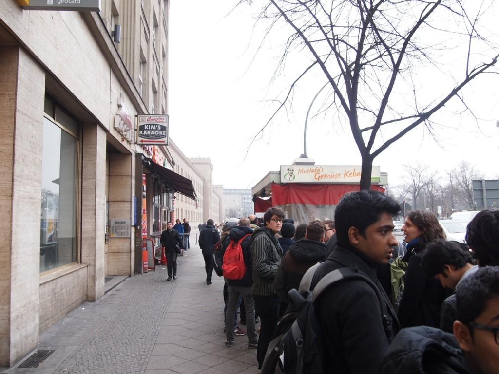 P3057837 1024x768 行列ができるドイツの人気グルメ!ベルリンで三大行列のできるお店が激ウマ!