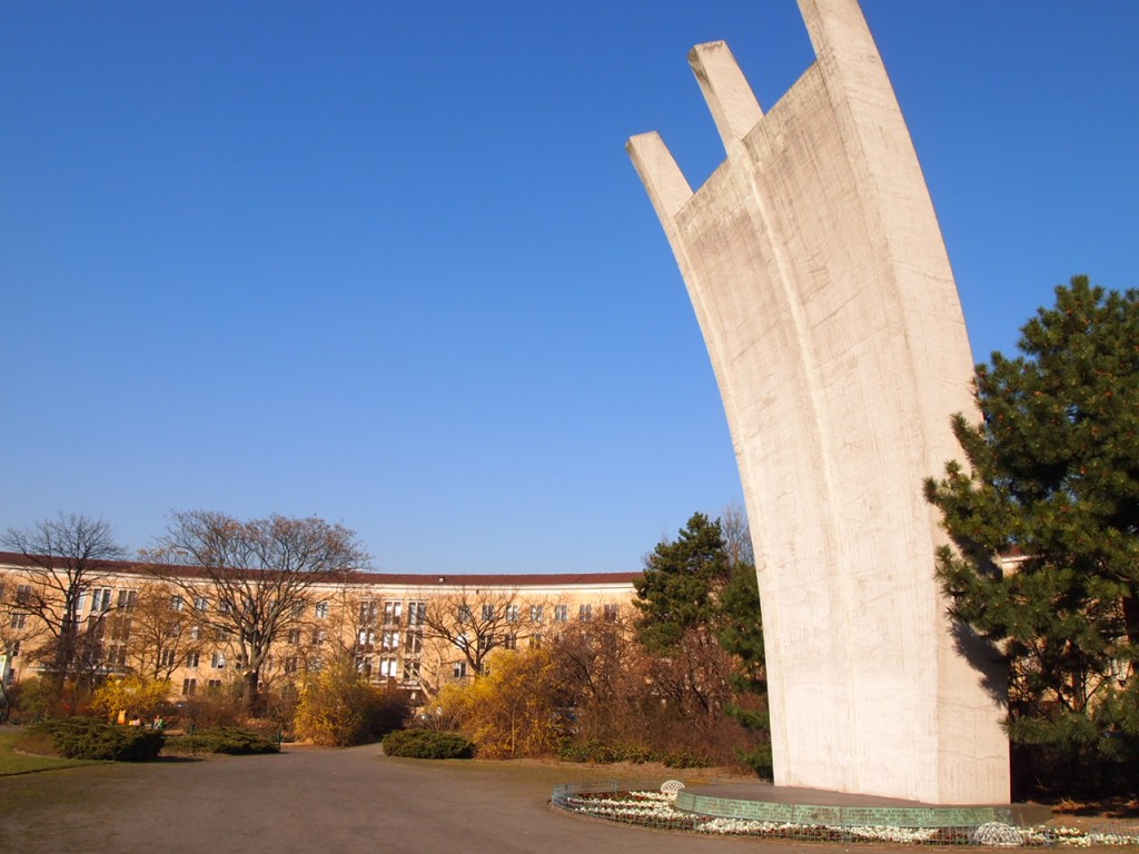 P3138979 1024x768 公園になったベルリンのテンペルホーフ空港がとにかく広すぎる!