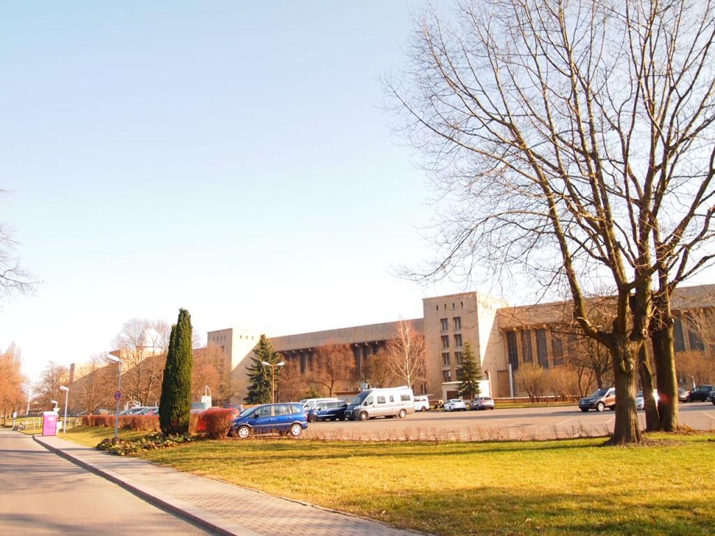 P3139002 1024x768 公園になったベルリンのテンペルホーフ空港がとにかく広すぎる!