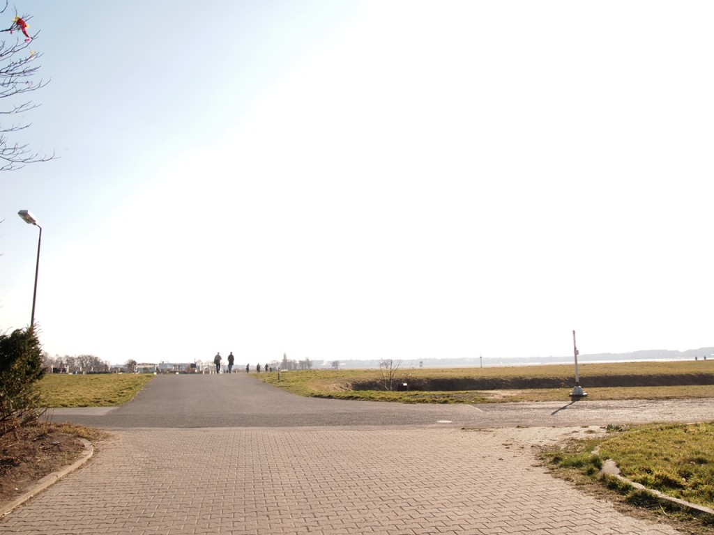 P3139010 1024x768 公園になったベルリンのテンペルホーフ空港がとにかく広すぎる!