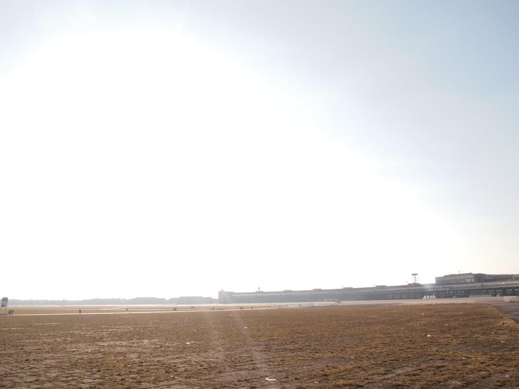 P3139023 1024x768 公園になったベルリンのテンペルホーフ空港がとにかく広すぎる!
