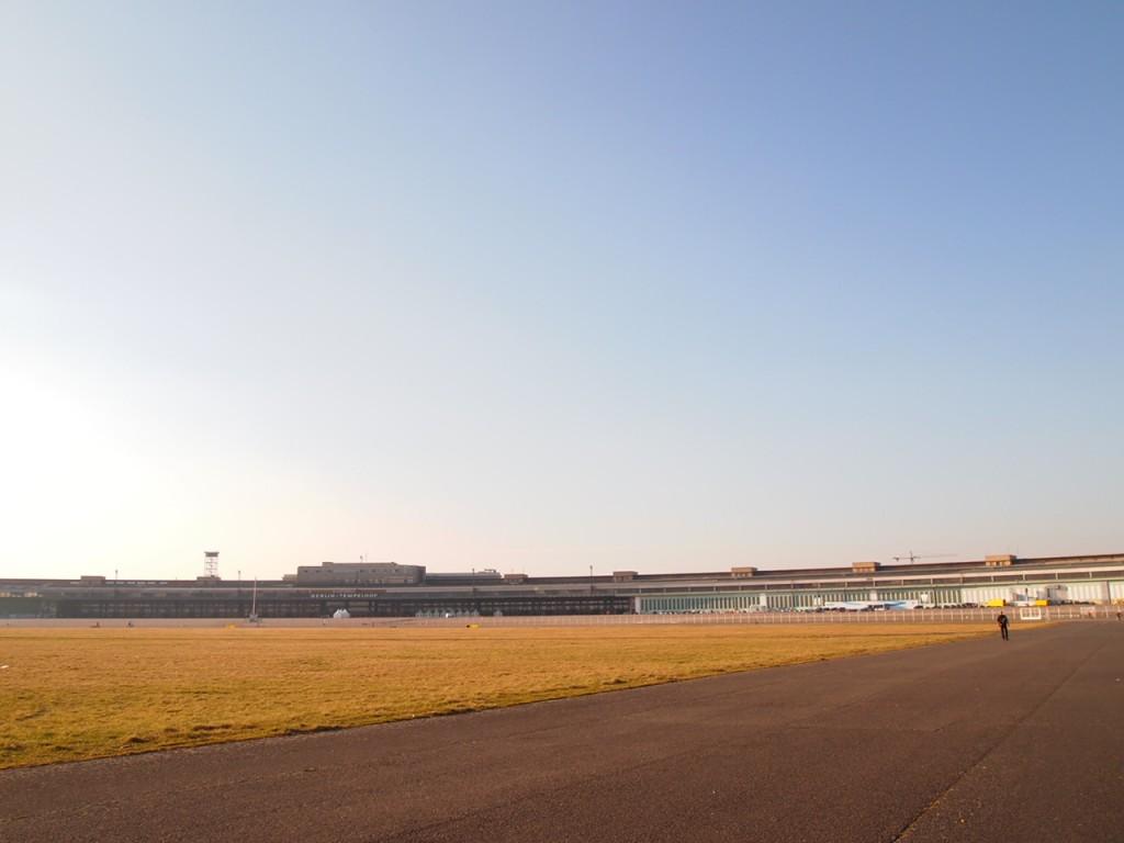 P3139067 1024x768 公園になったベルリンのテンペルホーフ空港がとにかく広すぎる!
