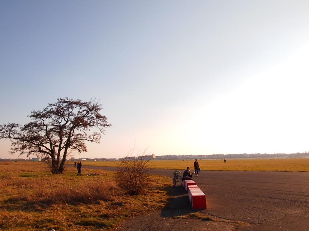 P3139070 1024x768 公園になったベルリンのテンペルホーフ空港がとにかく広すぎる!