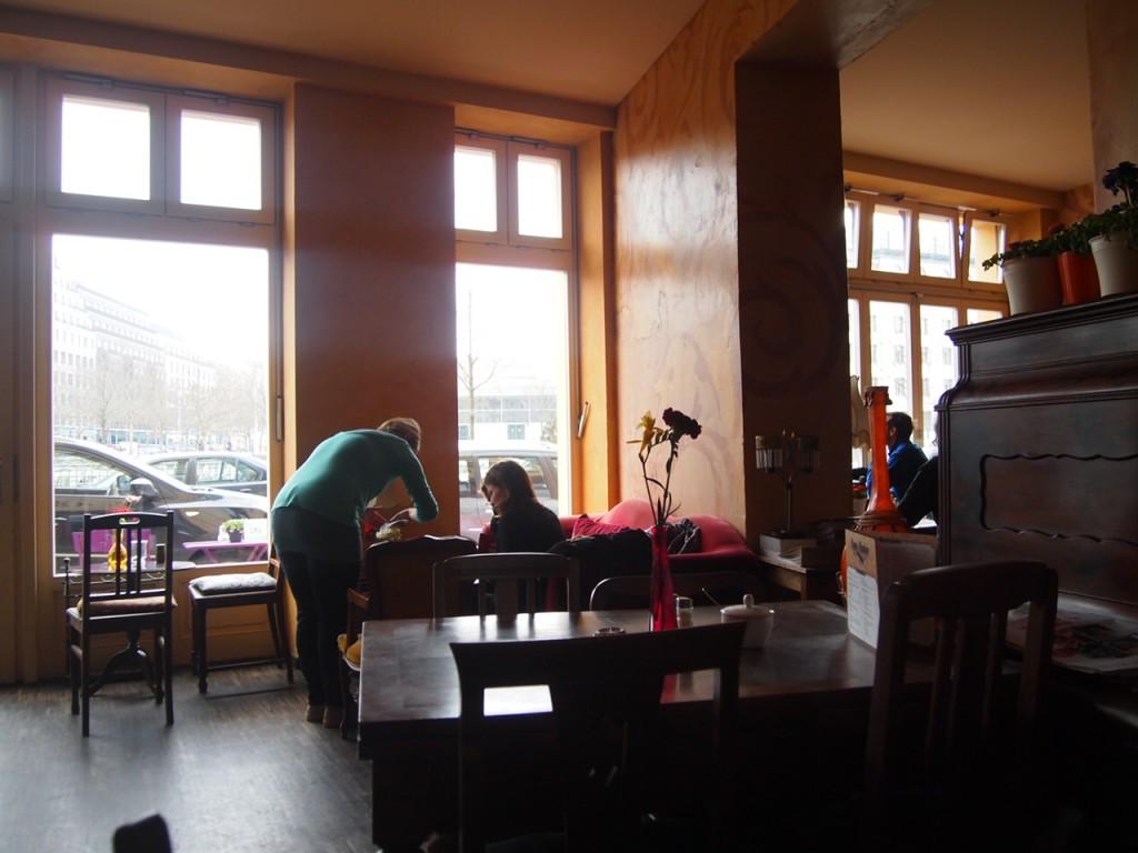 P3189302 1024x768 ベルリンのカフェでオススメを頼むと衝撃的なものが出てきた