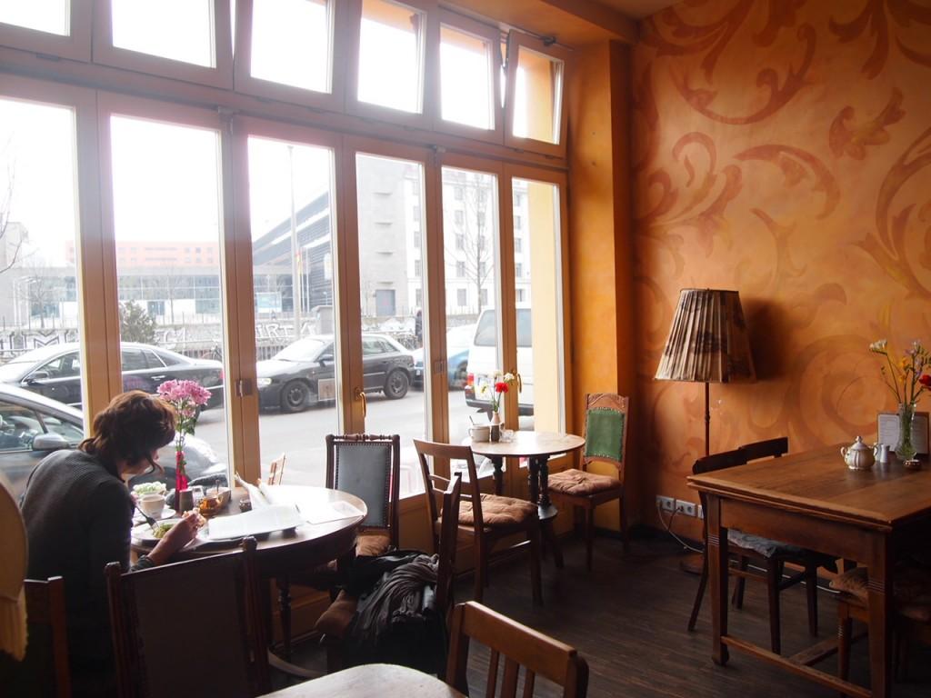 P3189332 1024x768 ベルリンのカフェでオススメを頼むと衝撃的なものが出てきた
