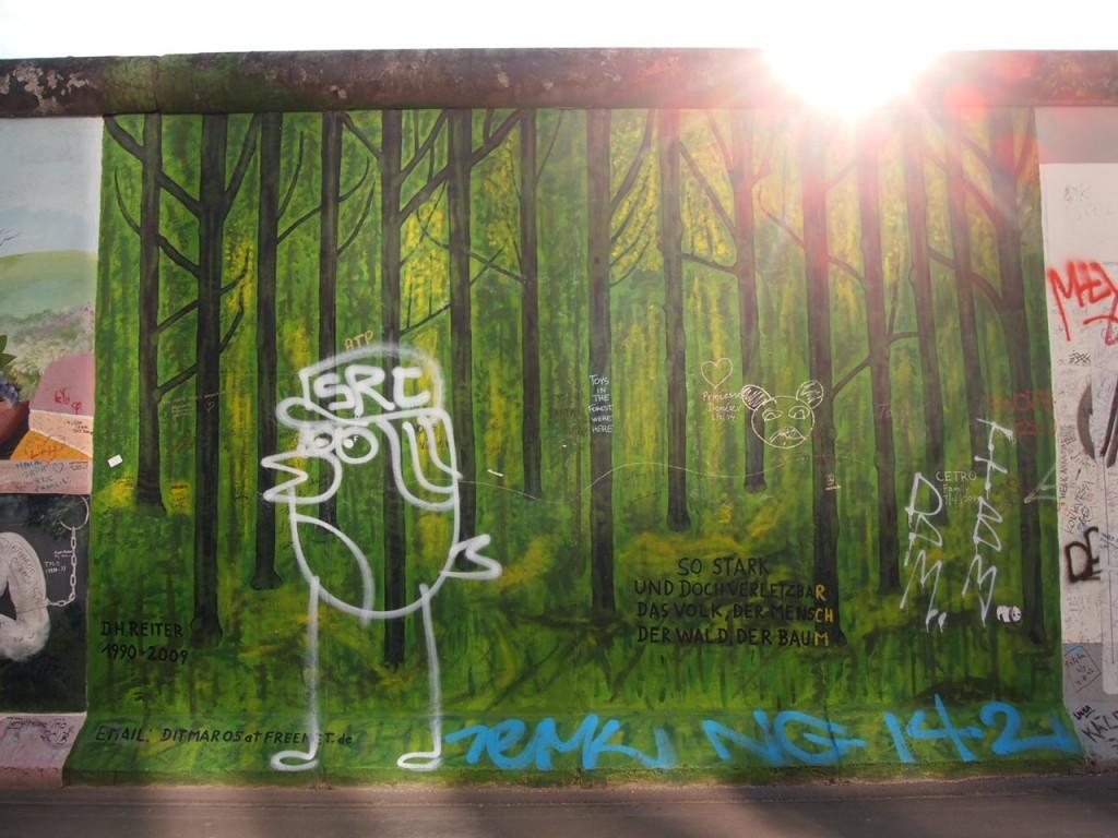 P3219837 1024x768 ベルリンの壁イーストサイドギャラリーにキスを見に行く