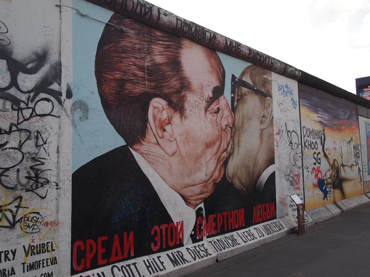 ベルリンの壁イーストサイドギャラリーにキスを見に行く