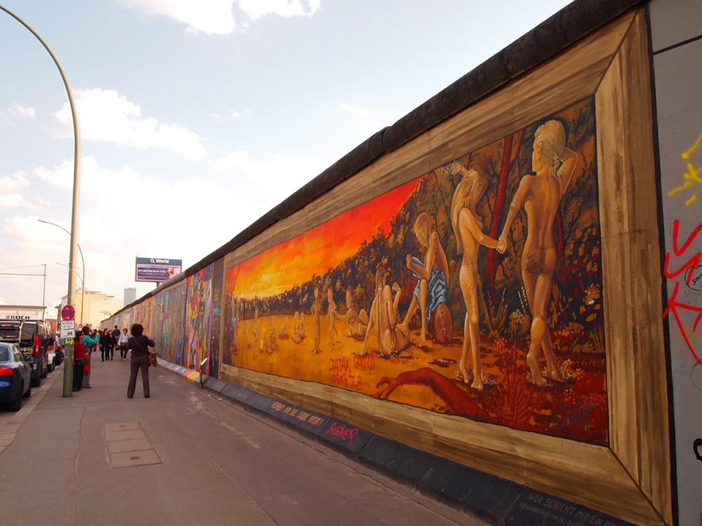 P3219844 1024x768 ベルリンの壁イーストサイドギャラリーにキスを見に行く