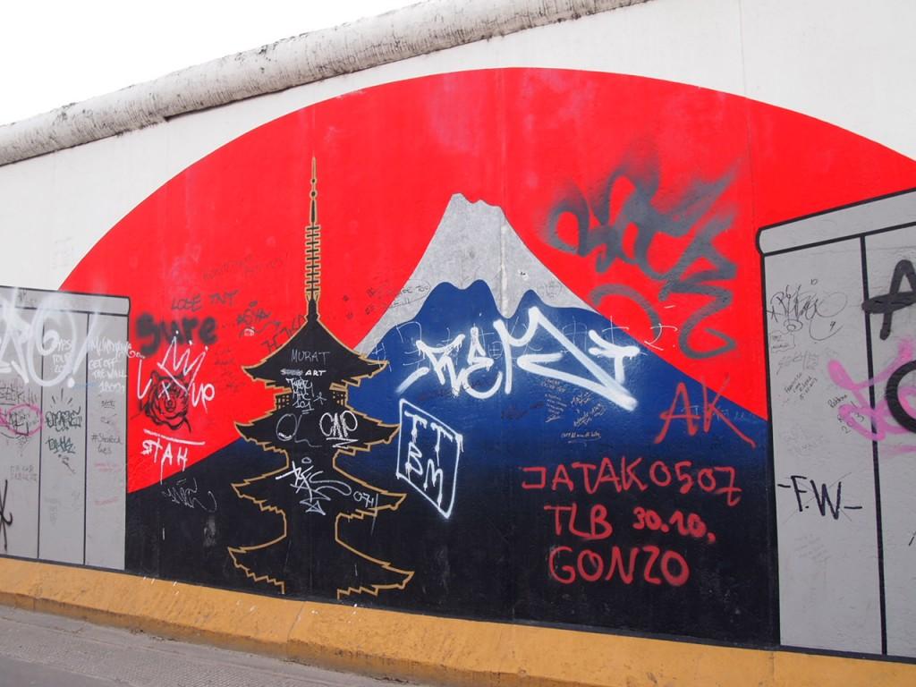 P3219847 1024x768 ベルリンの壁イーストサイドギャラリーにキスを見に行く