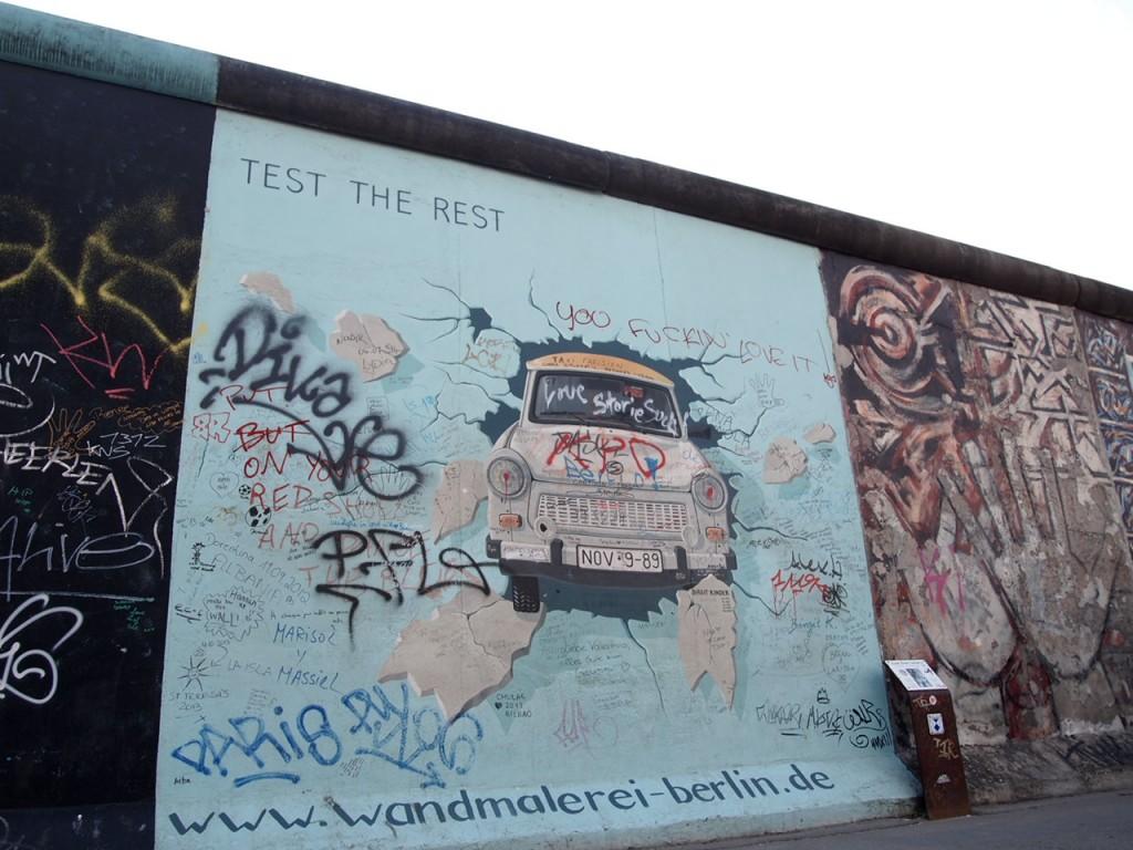 P3219861 1024x768 ベルリンの壁イーストサイドギャラリーにキスを見に行く