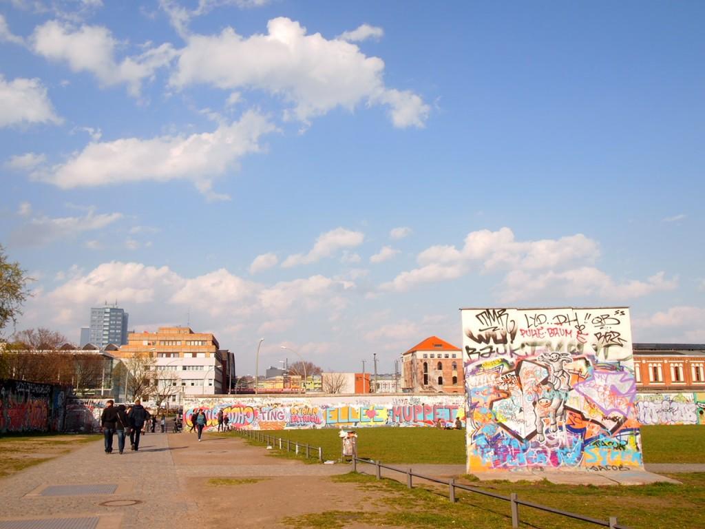 P3219874 1024x768 ベルリンの壁イーストサイドギャラリーにキスを見に行く