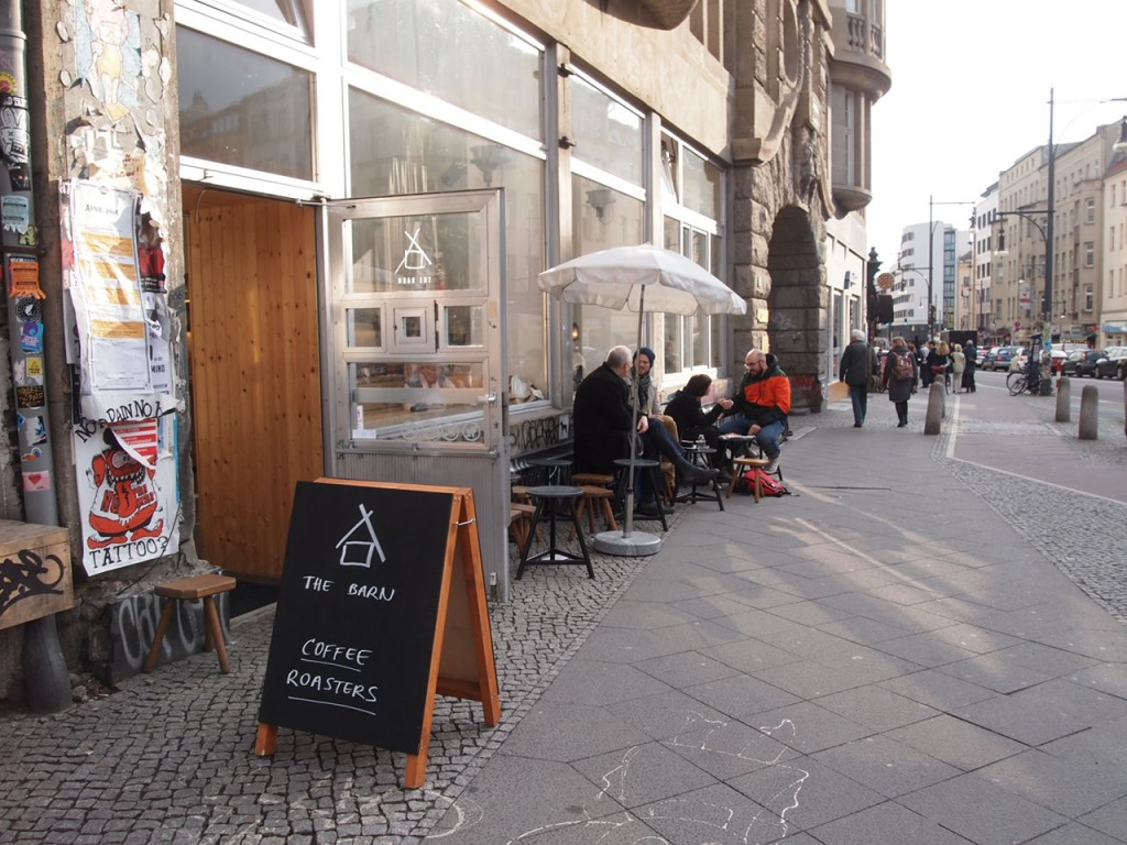 P3260029 1024x768 大事なものが欠けている?ウッドベースのベルリンのカフェがオシャレ