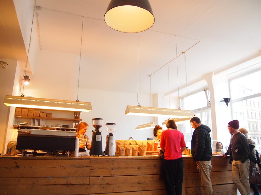 P3260033 1024x768 大事なものが欠けている?ウッドベースのベルリンのカフェがオシャレ