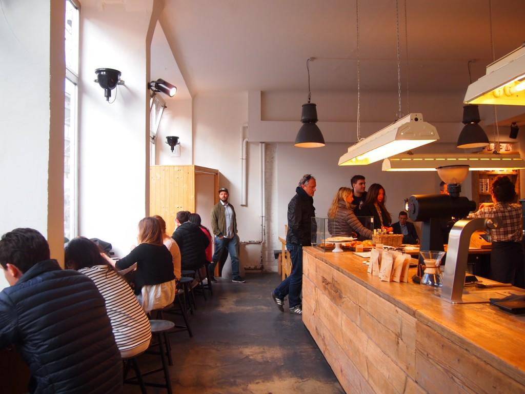 P3260072 1024x768 大事なものが欠けている?ウッドベースのベルリンのカフェがオシャレ