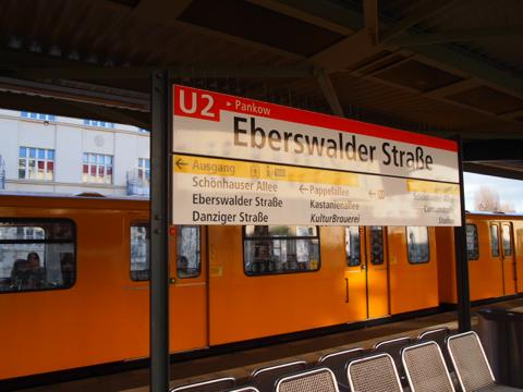 th P2225280 これは旨い!ベルリンで最も人気のカリーブルスト店とは?