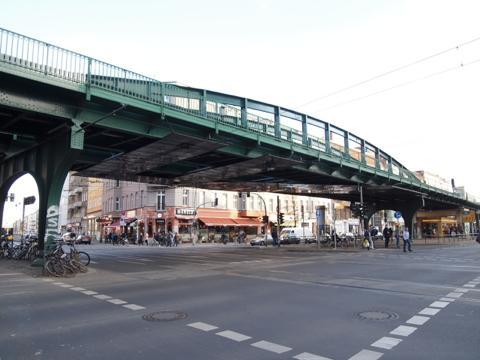 th P2225287 行列ができるドイツの人気グルメ!ベルリンで三大行列のできるお店が激ウマ!