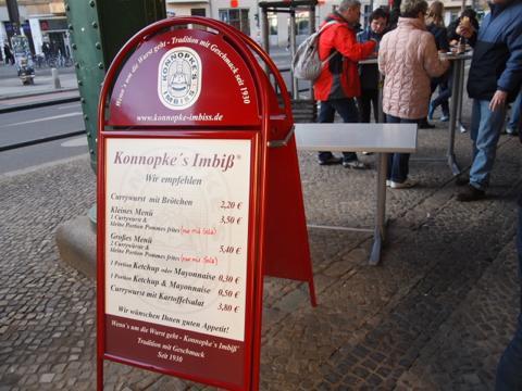 th P2225296 これは旨い!ベルリンで最も人気のカリーブルスト店とは?