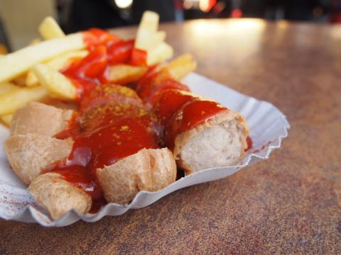 th P2225315 各国の首脳も愛したカリーブルストが味わえるベルリンのレストランとは?