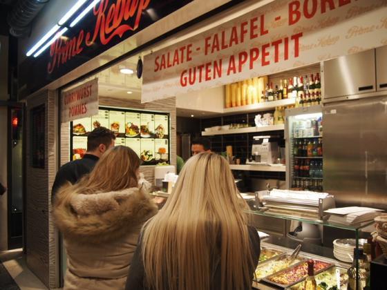th P3017271 ドイツではマクドナルドより人気?絶大な人気をみせるケバブって?