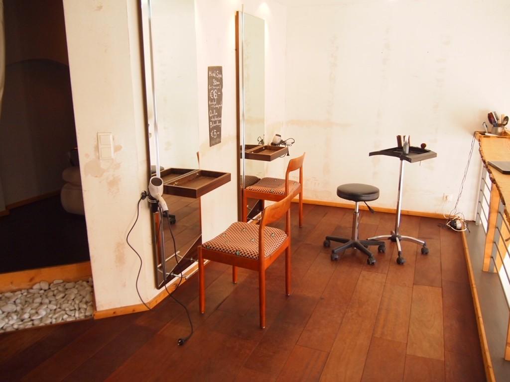 P3067967 1024x768 日本人を求めベルリンの美容室へ駆け込む