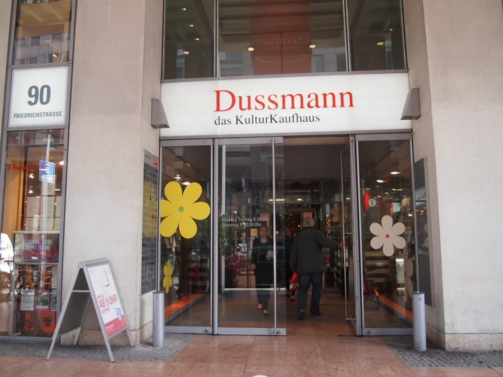 P3290348 1024x768 全てが本がココに!?ベルリン最大規模の本屋ドゥスマンに行ってみた