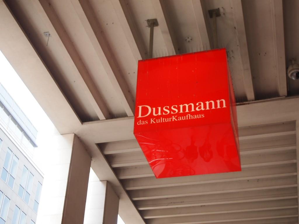 P3290351 1024x768 全てが本がココに!?ベルリン最大規模の本屋ドゥスマンに行ってみた