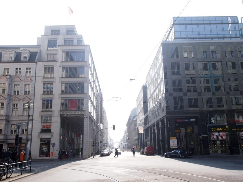 P3290361 1024x768 全てが本がココに!?ベルリン最大規模の本屋ドゥスマンに行ってみた