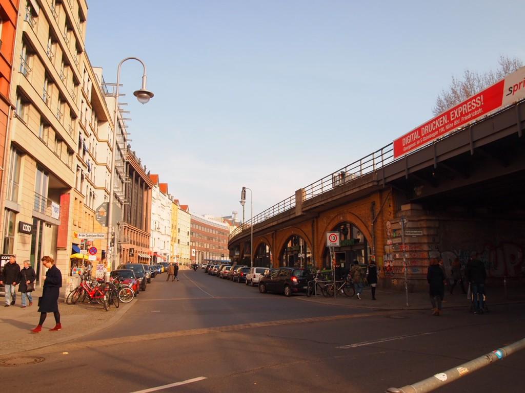P3016875 1024x768 ベルリンの人気店レストランなら地元客で賑わうブラウハウスがおすすめ!