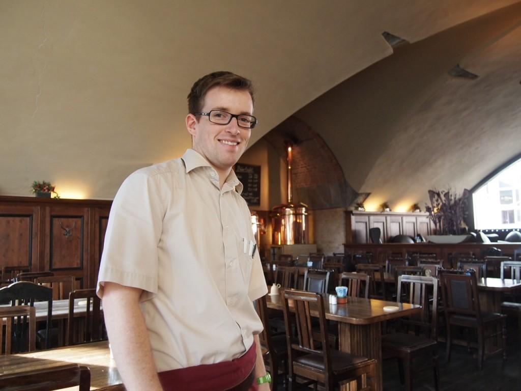 P3037417 1024x768 ベルリンの人気店レストランなら地元客で賑わうブラウハウスがおすすめ!