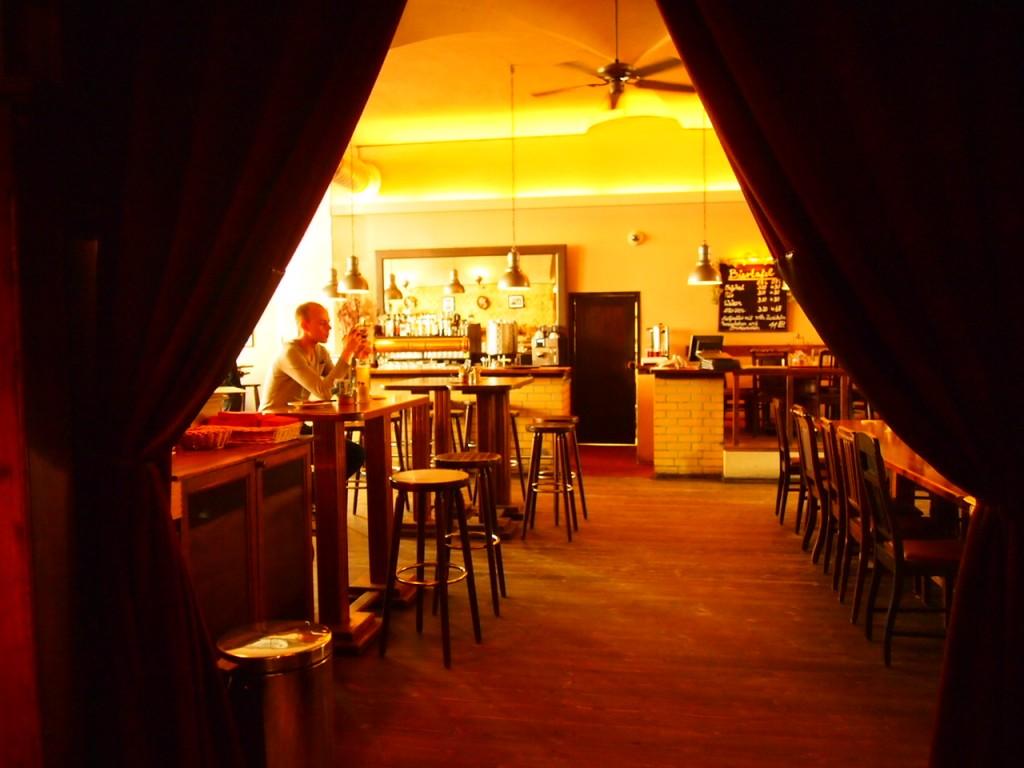 P3037423 1024x768 ベルリンの人気店レストランなら地元客で賑わうブラウハウスがおすすめ!
