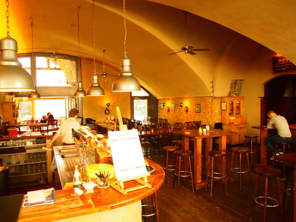 P3037429 1024x768 ベルリンの人気店レストランなら地元客で賑わうブラウハウスがおすすめ!