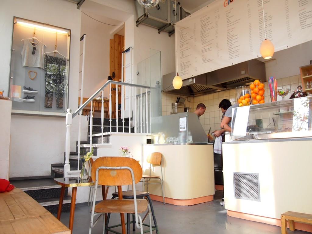 P4010727 1024x768 二度楽しめる!カフェとアパレルを合わせたベルリンのカフェって?