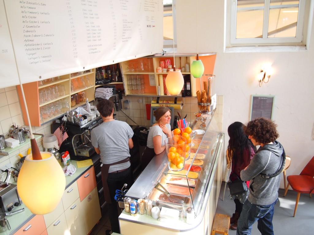 P4010738 1024x768 二度楽しめる!カフェとアパレルを合わせたベルリンのカフェって?