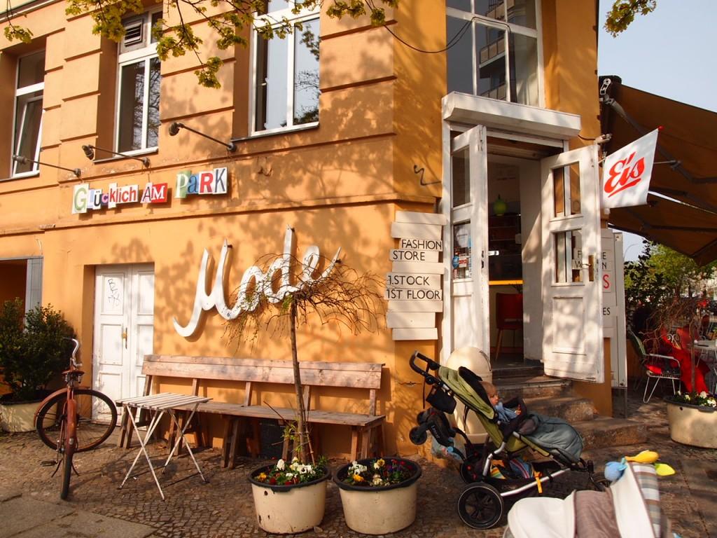 P4010771 1024x768 二度楽しめる!カフェとアパレルを合わせたベルリンのカフェって?