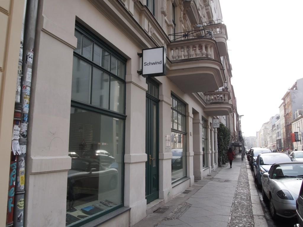 P4010791 1024x768 アートの街ベルリン、街角でギャラリー巡りを楽しむ