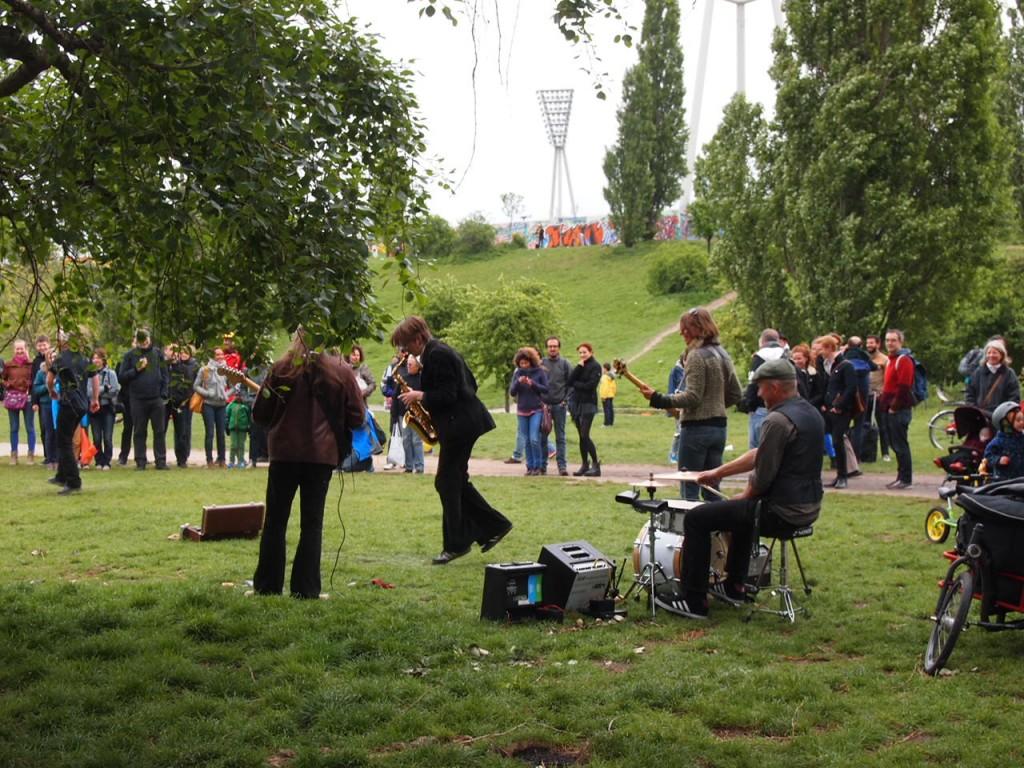 P5042627 1024x768 ドイツの日曜日は蚤の市!ベルリン壁公園の蚤の市がとにかく広くておすすめ!