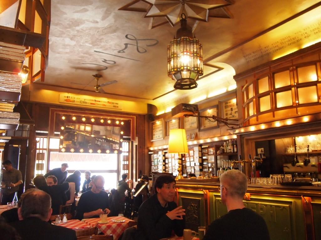 P3078109 1024x768 まるで中世のバー!ベルリン在住の美女がオススメするカフェ