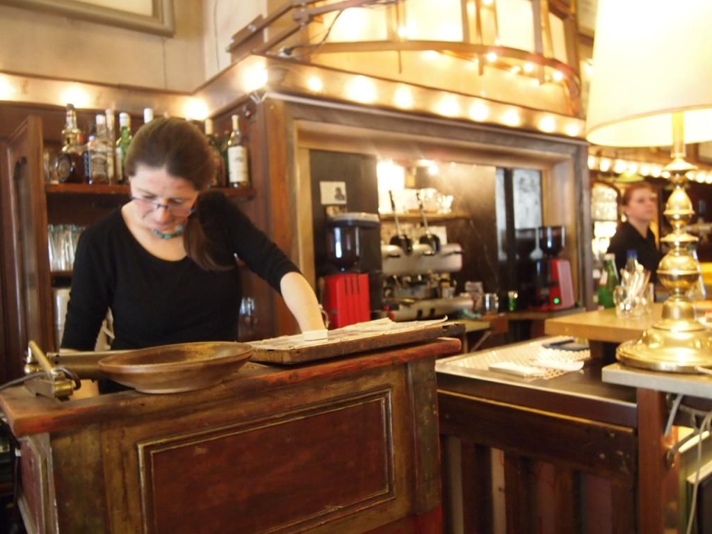 P3078130 1024x768 まるで中世のバー!ベルリン在住の美女がオススメするカフェ
