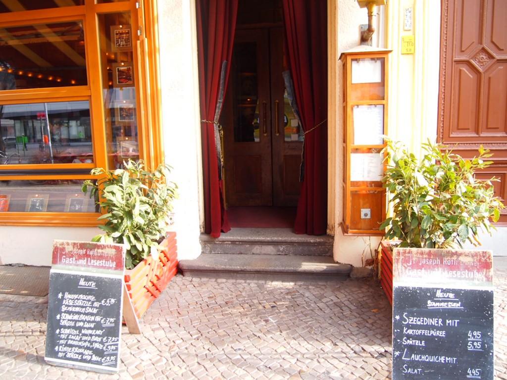 P3078139 1024x768 まるで中世のバー!ベルリン在住の美女がオススメするカフェ
