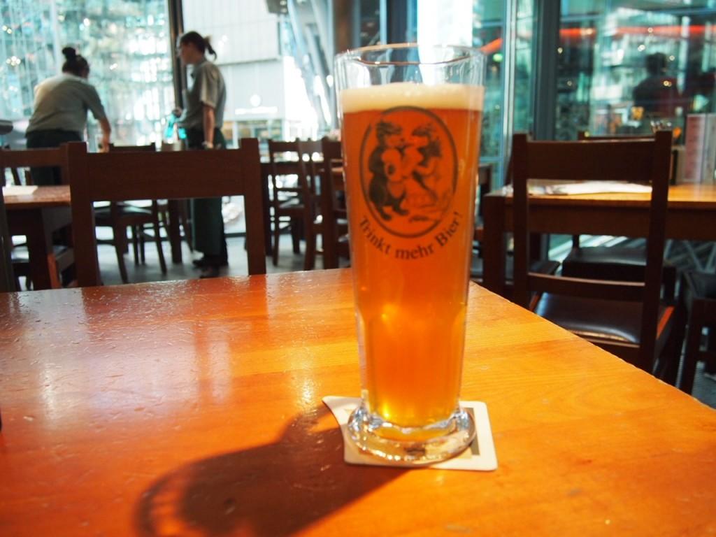 P3128706 1024x768 ベルリン観光で行きやすくビールの美味しいレストランならリンデンブロイ!