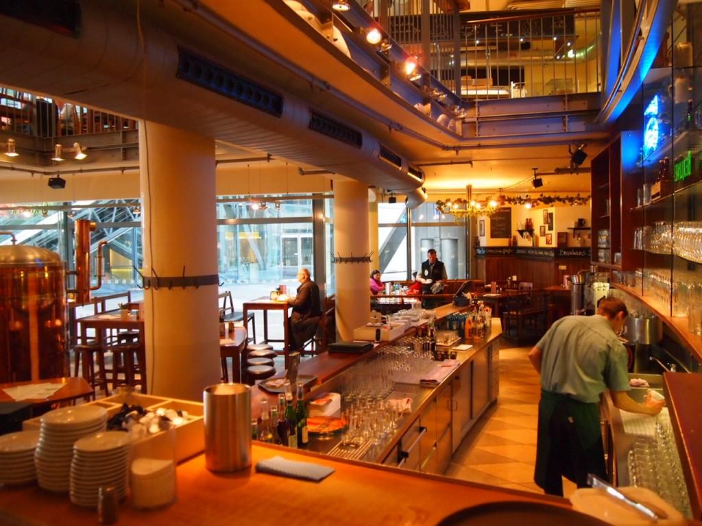 P3128728 1024x768 ベルリン観光で行きやすくビールの美味しいレストランならリンデンブロイ!