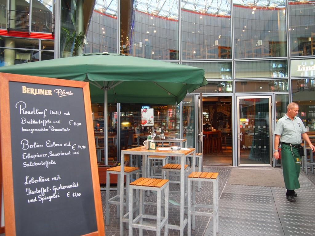 P3128737 1024x768 ベルリン観光で行きやすくビールの美味しいレストランならリンデンブロイ!