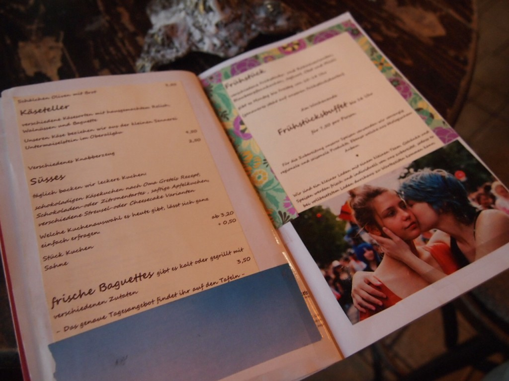 P3149191 1024x768 文学少女が好きそう!本に囲まれたベルリンのカフェでドイツ式の朝食