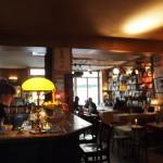 文学少女が好きそう!本に囲まれたベルリンのカフェでドイツ式の朝食