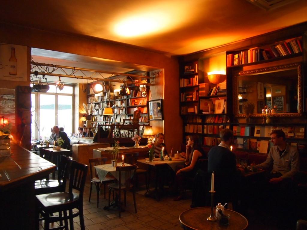 P3149194 1024x768 文学少女が好きそう!本に囲まれたベルリンのカフェでドイツ式の朝食